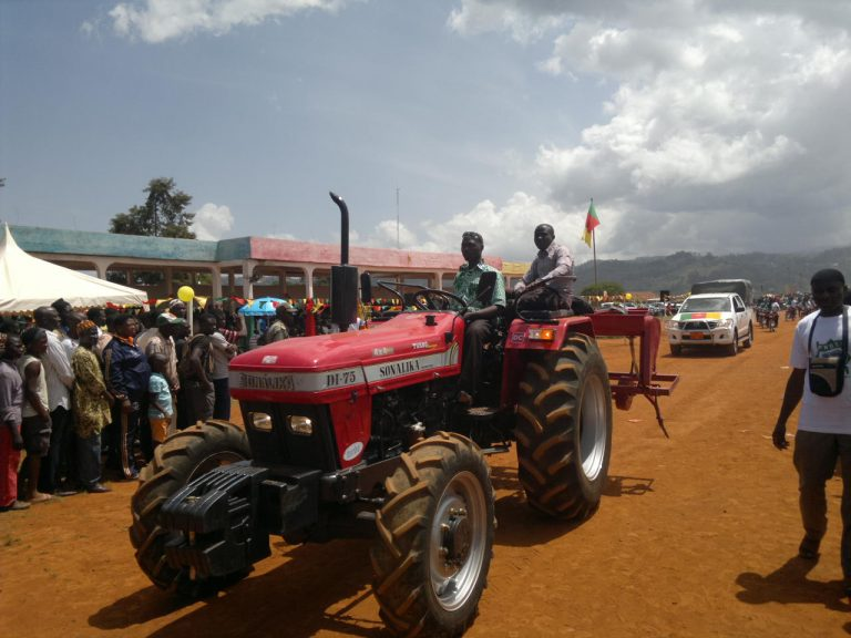 Tractors reader for mechanised agric